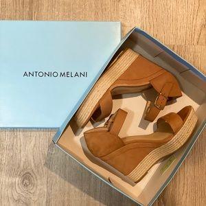 Antonio Melani Laurel Wedge Tan Sz 8